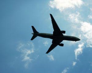 plane-overhead-357020-m.jpg