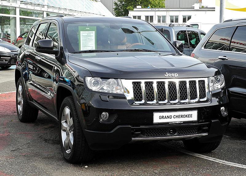 800px-Jeep_Grand_Cherokee_3.0_CRD_Overland_(WK)_–_Frontansicht,_10._September_2011,_Düsseldorf